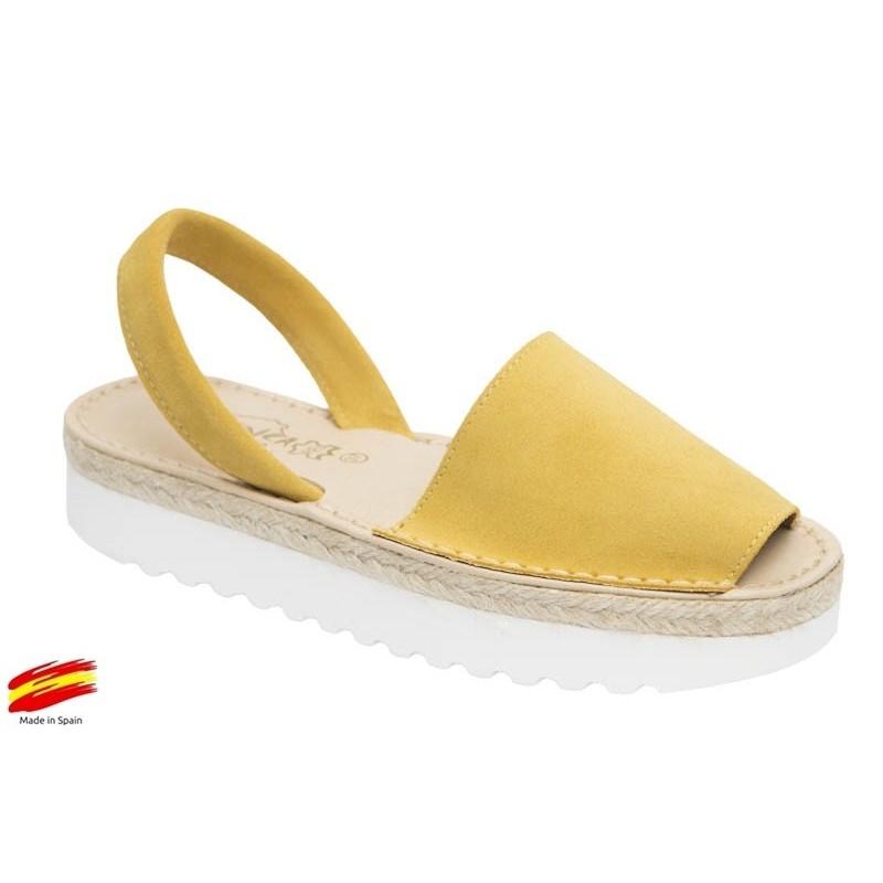 Menorquina-Abarca Mujer Piel Amarillo.